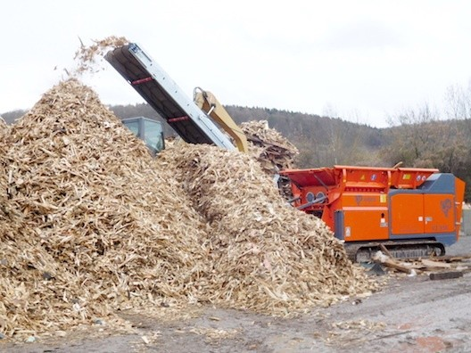 Arjes shredder recycles waste wood
